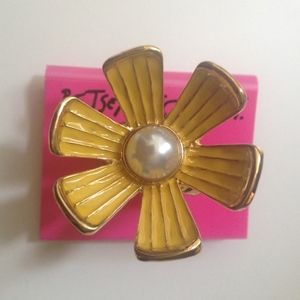 NEW! Betsey Johnson Yellow Flower Statement Ring